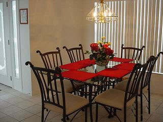 Executive Lakeside vacation rental dining area